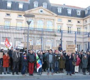 Rassemblement devant la préfecture du Puy