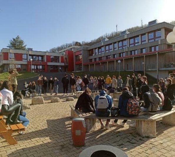 Les lycéens du Puy marquent leur solidarité