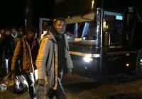Arrivée du car de Calais